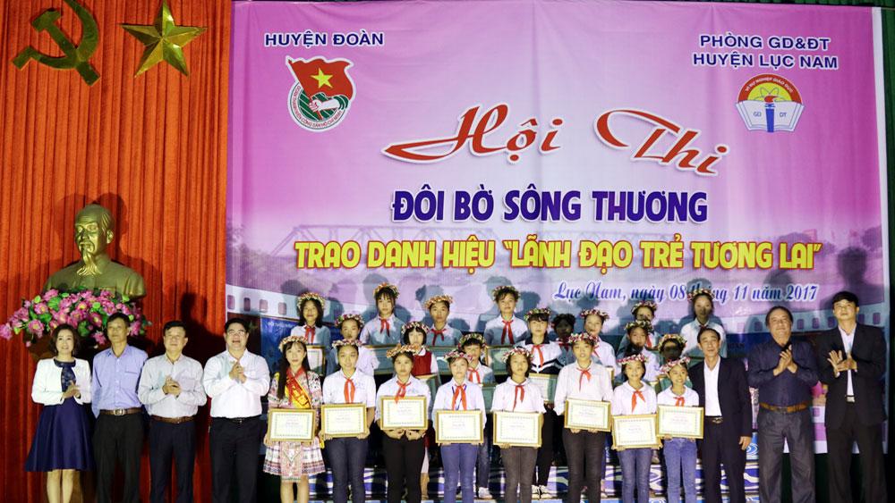 """Lục Nam: Trao danh hiệu """"Lãnh đạo trẻ tương lai"""" cho 27 đội viên ưu tú"""