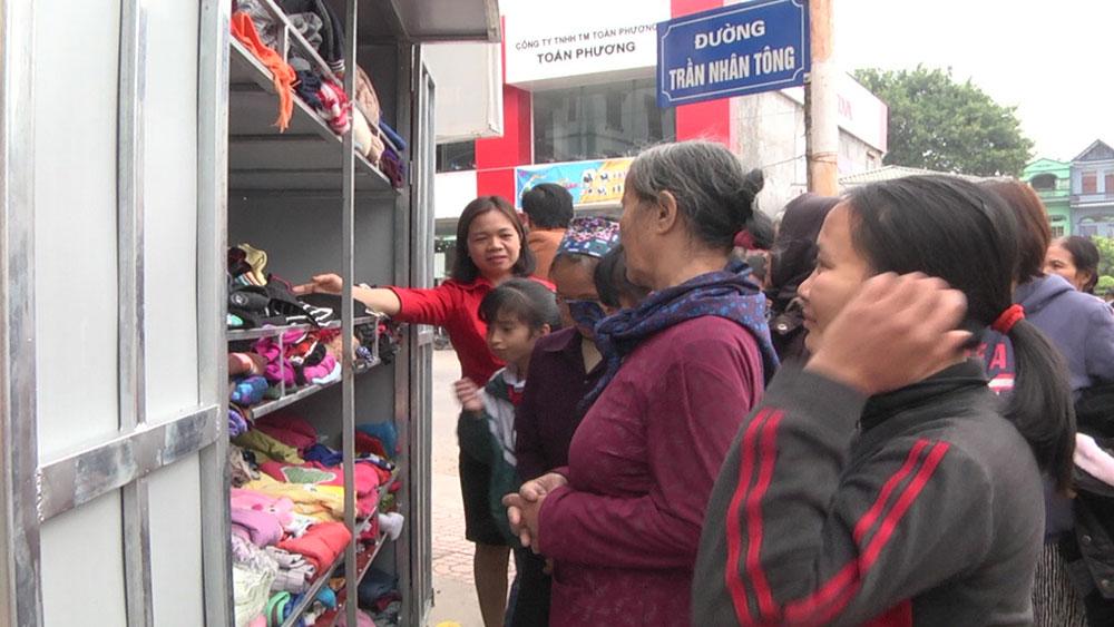 CLB từ thiện Phượng Hoàng huyện Yên Dũng xây dựng Tủ quần áo từ thiện 0 đồng