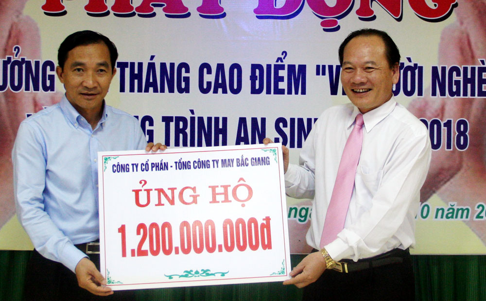 "Over 3.3 billion VND donated to ""Fund for the poor"""