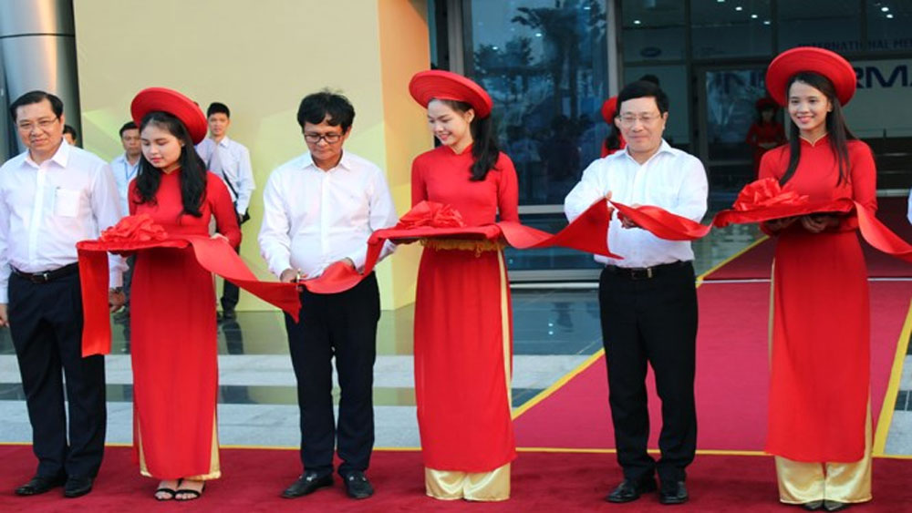 Nữ sinh 9X chia sẻ công việc tình nguyện viên APEC
