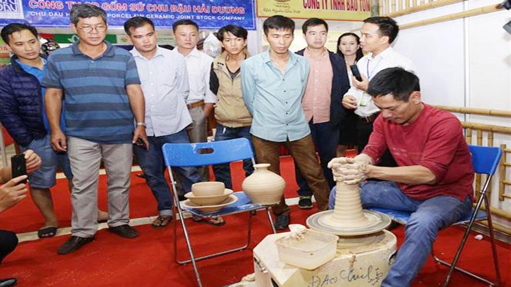 Vietnam craft village fair kicks off in Hanoi