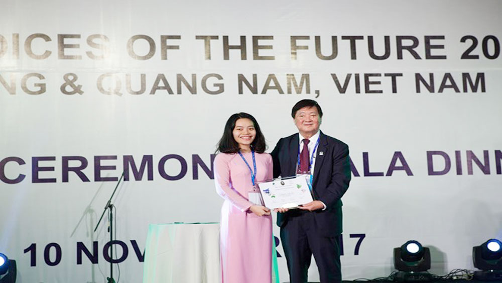 Vietnamese student receives APEC 2017 VOF's leadership award