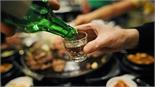 Quy định cấm bán rượu cho người dưới 18 tuổi: Khó khả thi