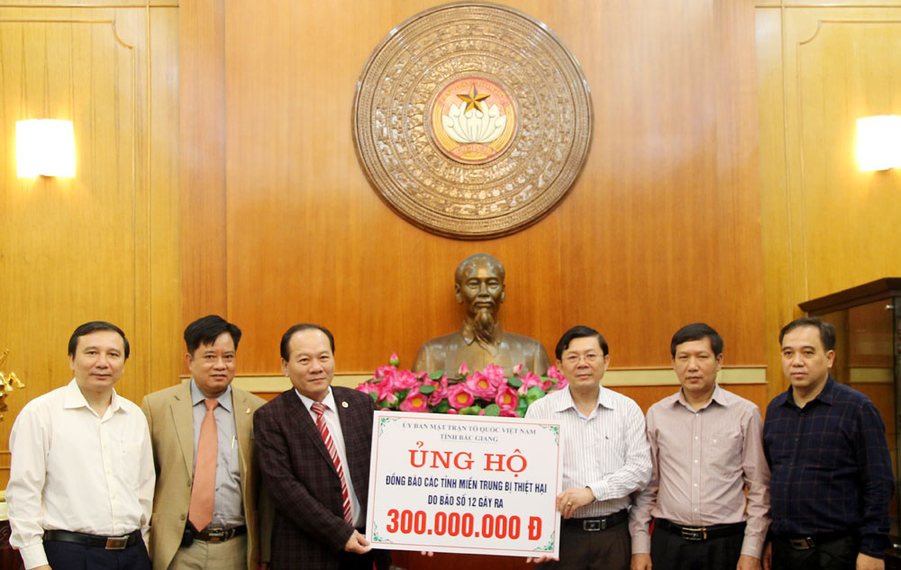 300 million VND donated to the storm victims