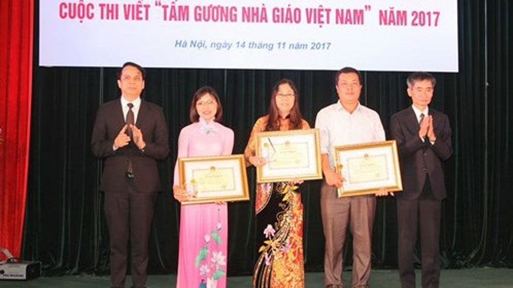 Winners of writing contest on Vietnam's exemplary teachers honoured