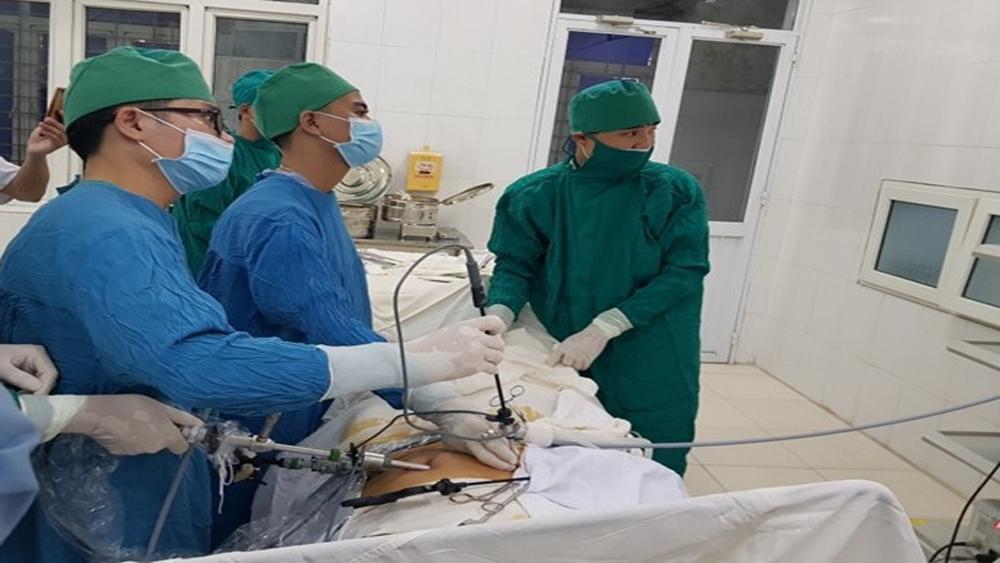Thực hiện thành công ca phẫu thuật nội soi đầu tiên