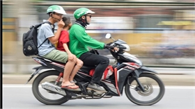 Tiến sĩ Lê Đức Tùng: Hãy sáng tạo thay vì chạy xe ôm Grab