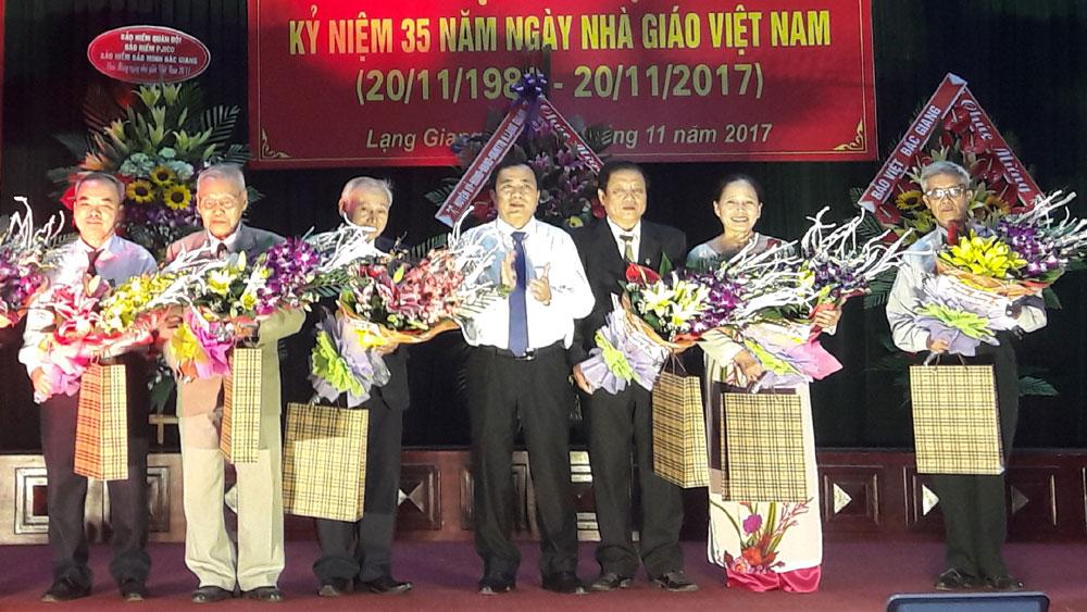 Lạng Giang kỷ niệm 35 năm Ngày Nhà giáo Việt Nam