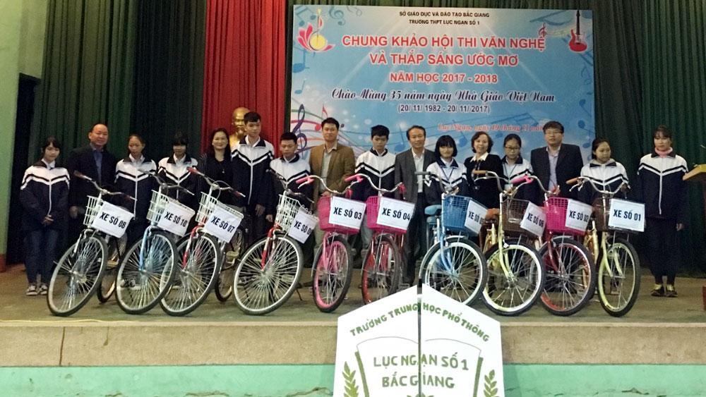 """Trường THPT Lục Ngạn số 1 tổ chức chương trình """"Thắp sáng ước mơ"""""""