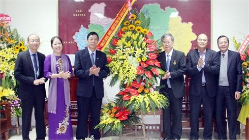 Bí thư Tỉnh ủy và Chủ tịch UBND tỉnh chúc mừng cán bộ, giáo viên ngành giáo dục