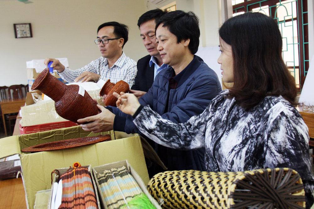 """83 sản phẩm, tham gia, Cuộc thi, """"Thiết kế sản phẩm lưu niệm du lịch"""",  tỉnh Bắc Giang"""