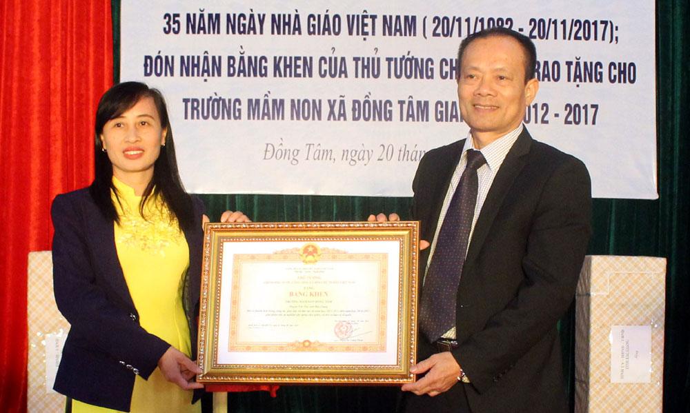Phó Chủ tịch Thường trực UBND tỉnh Lại Thanh Sơn dự lễ kỷ niệm Ngày Nhà giáo Việt Nam tại Yên Thế