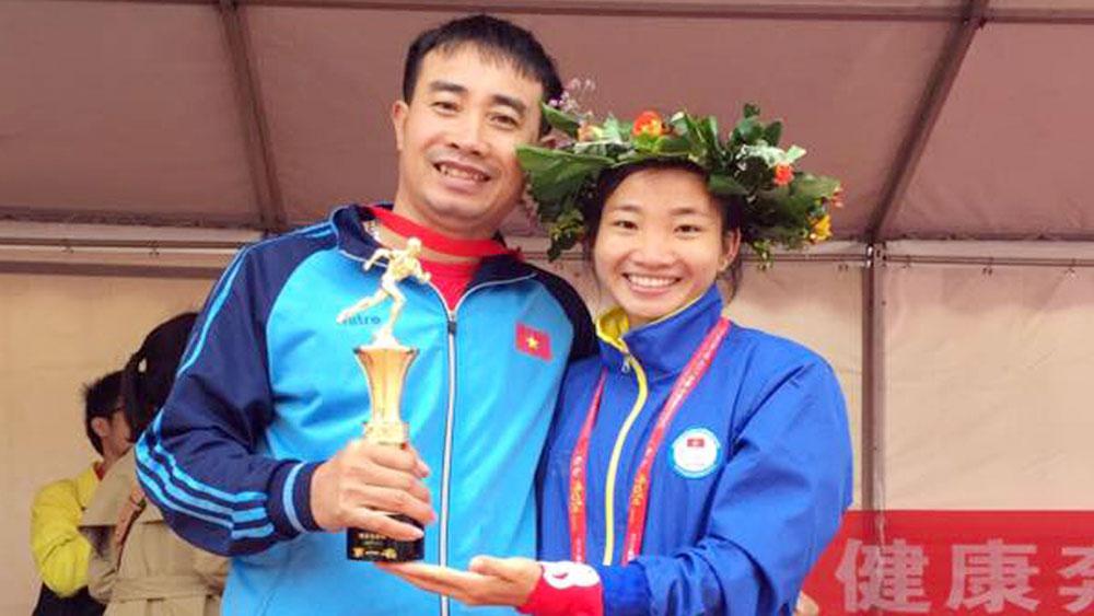 Nguyễn Thị Oanh vô địch cự ly 10.000m nữ giải marathon Trung Quốc-Asean năm 2017