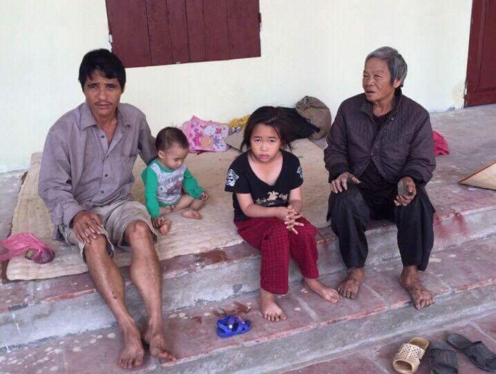 Gia đình, bốn người không nhà ở, cần được giúp đỡ