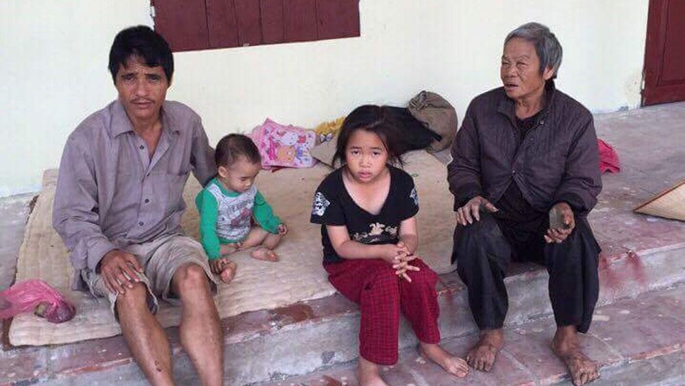 Gia đình bốn người không nhà ở cần được giúp đỡ