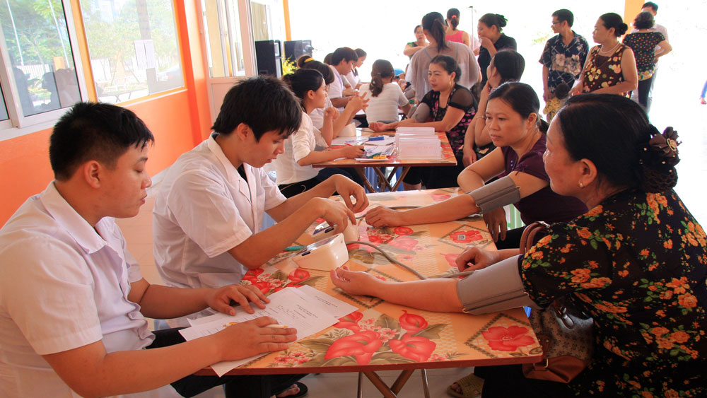 Bac Giang City helps needy people obtain health insurance