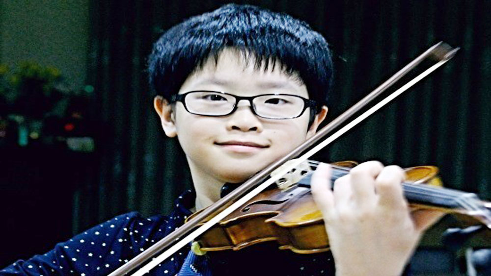 Vietnamese prodigy wins music award in Thailand