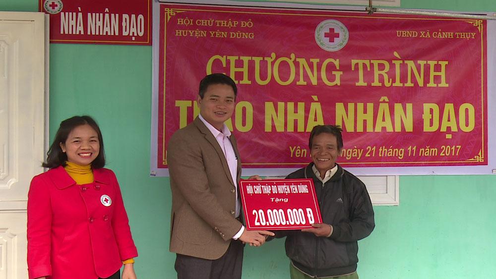Huyện Yên Dũng trao nhà nhân đạo cho hộ nghèo có hoàn cảnh khó khăn