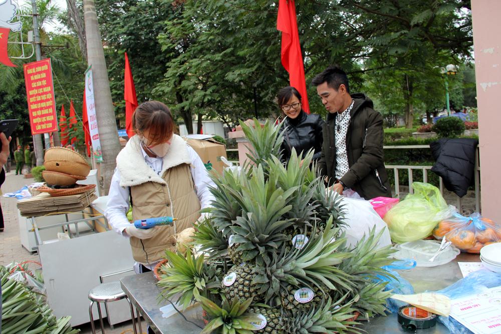 ngày hội trái cây Lục Ngạn, trung tâm huyện, cắt băng khai mạc, cam ngọt, du khách