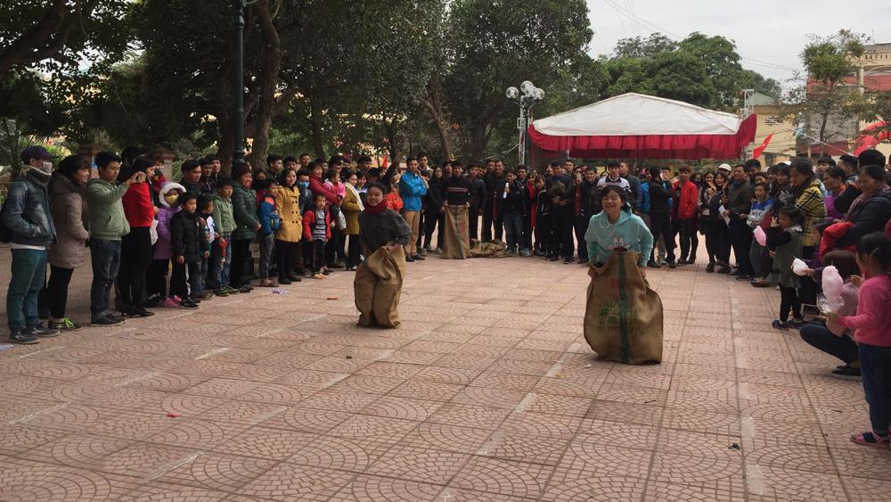 Hơn 300 người tham gia các trò chơi dân gian tại Ngày hội trái cây Lục Ngạn lần thứ II