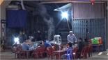 Hàng quán ăn tối lấn chiếm vỉa hè