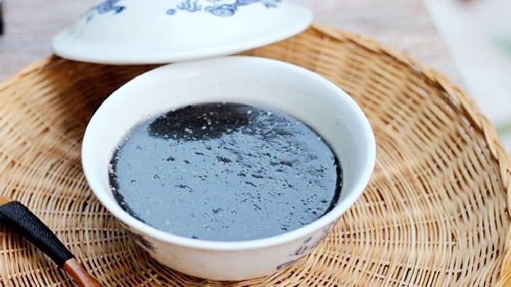 Black sesame sweet soup, a popular dessert in Hoi An