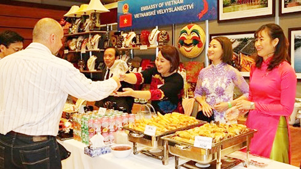 Vietnam joins international Christmas fair in Prague