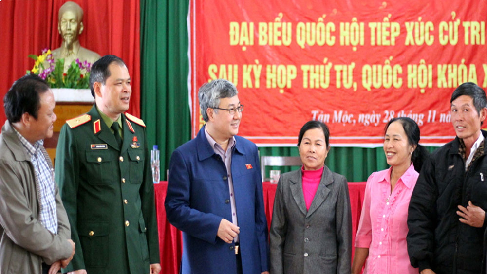 Đại biểu Quốc hội tiếp xúc cử tri huyện Lục Ngạn