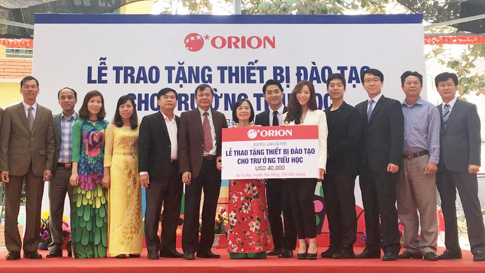 Công ty Orion Hàn Quốc tặng thiết bị cho Trường Tiểu học Tư Mại