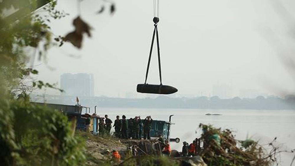 Hà Nội: Trục vớt thành công quả bom dưới chân cầu Long Biên