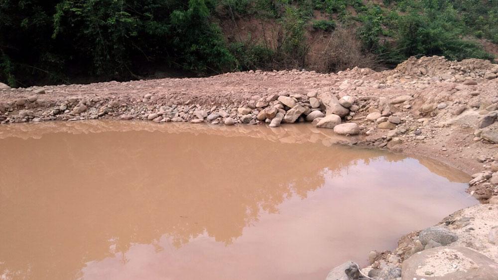 Sơn Động: Đình chỉ hoạt động khai thác cát, sỏi trái phép tại suối Khe Vàng