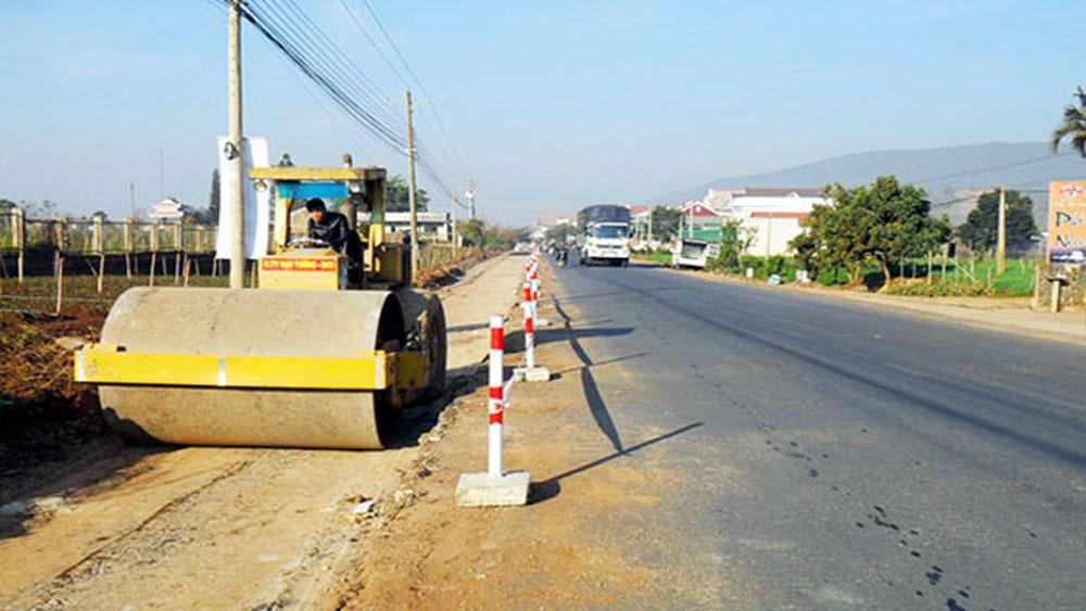 Upgrading road to Bo Da pagoda