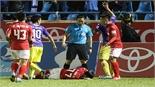 Văn Quyết lĩnh án treo giò hai trận vì đánh nguội cầu thủ của Quảng Ninh