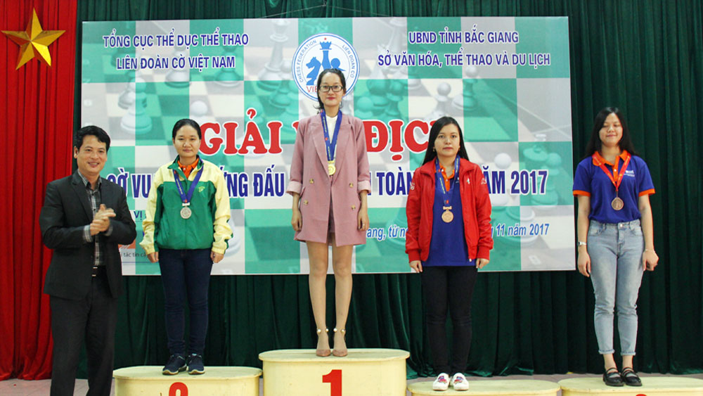 Vo Thi Kim Phung wins 2 gold medals at national chess tourney