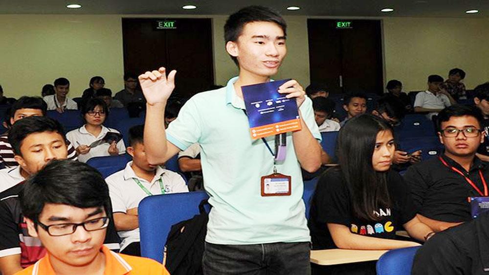 Gần 800 sinh viên đăng ký thi lập trình xe tự hành 2017-2018