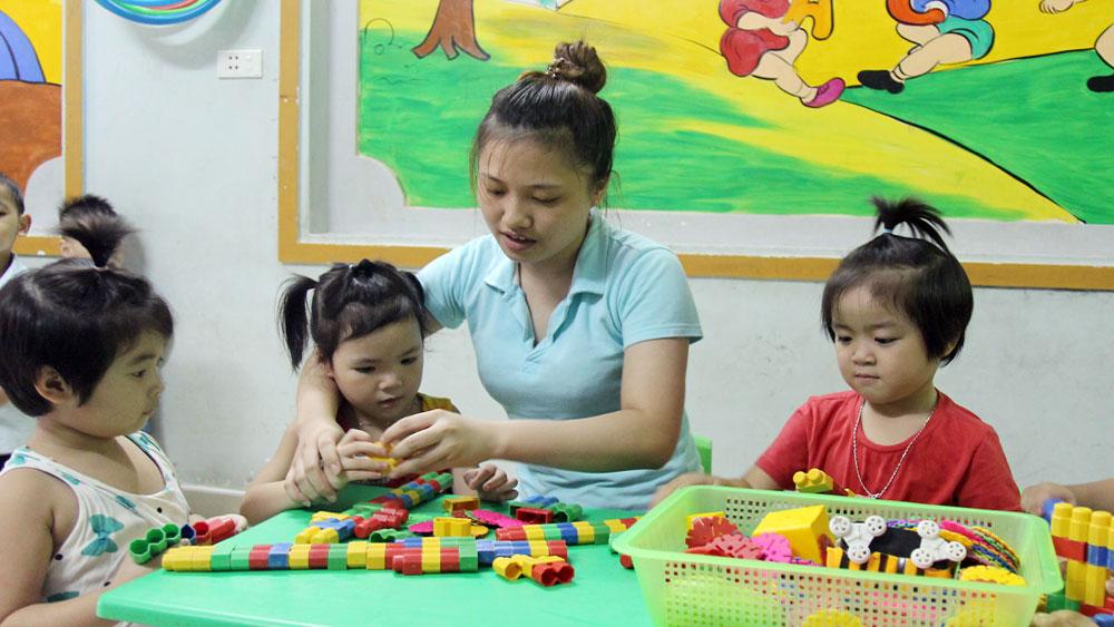 188 nhóm trẻ tư thục ở tỉnh Bắc Giang được hỗ trợ đồ dùng, thiết bị dạy học