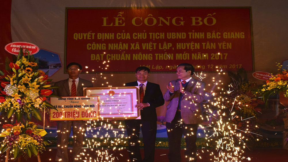 Xã Việt Lập đón Bằng công nhận xã đạt chuẩn nông thôn mới