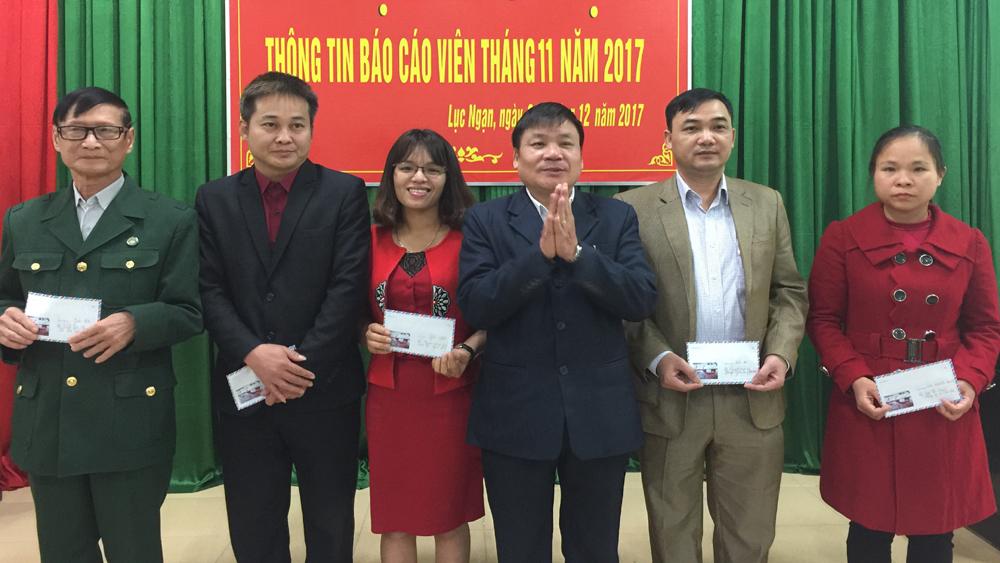"""Trao giải cuộc thi """"Tìm hiểu lịch sử quan hệ đặc biệt Việt Nam- Lào"""" năm 2017"""