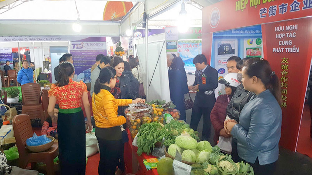 Vietnam-China tourism fair opens in Mong Cai