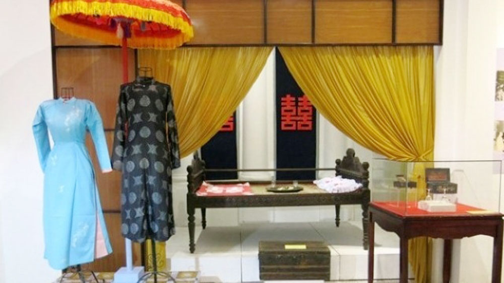 Exhibition, traditional wedding, Hue people, Hue Culture Museum, original objects, wedding invitations, wedding ceremony