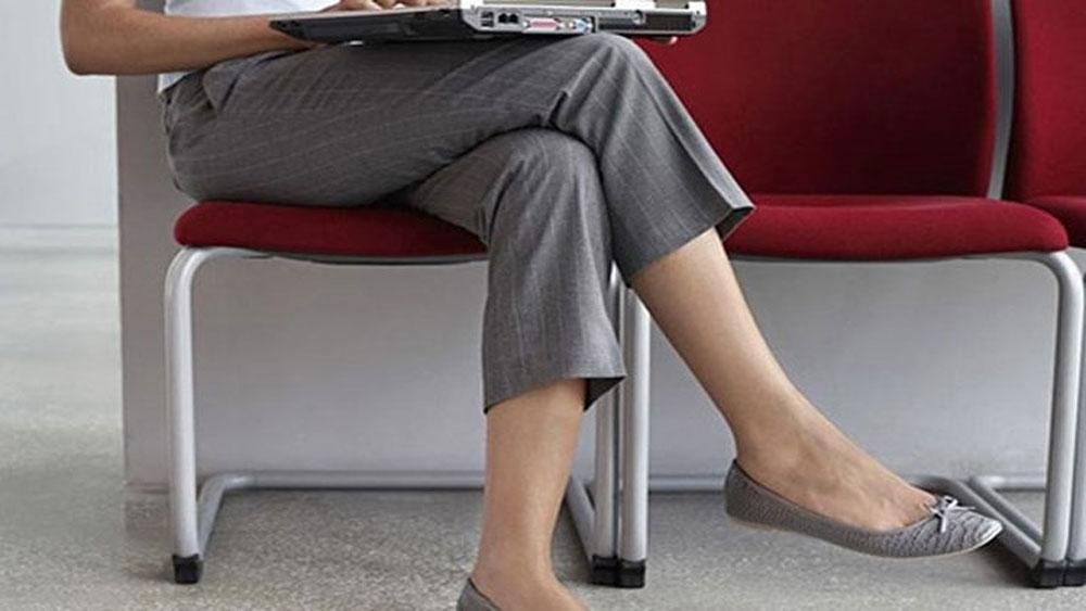 Lý do bạn nên dừng ngay thói quen ngồi bắt chéo chân