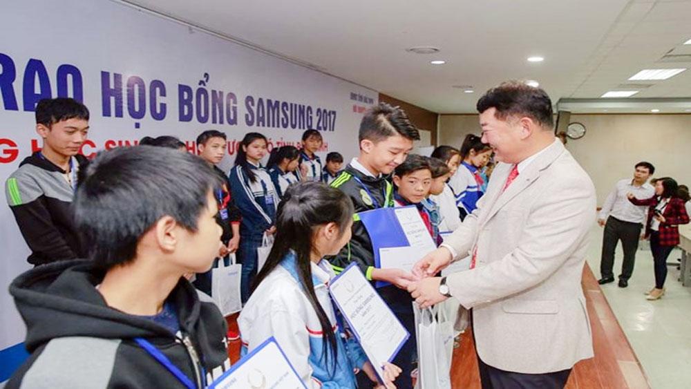 Samsung trao 600 học bổng cho học sinh giỏi và nghèo vượt khó
