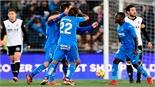 Nhận thất bại đầu tiên, Valencia lỡ cơ hội đuổi sát Barca