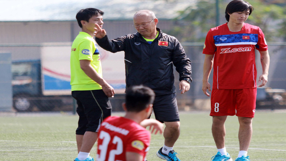 Không có trợ lý ngôn ngữ, tuyển thủ U23 Việt Nam gặp khó