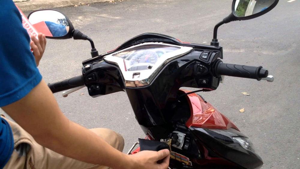 Trộm cắp xe máy