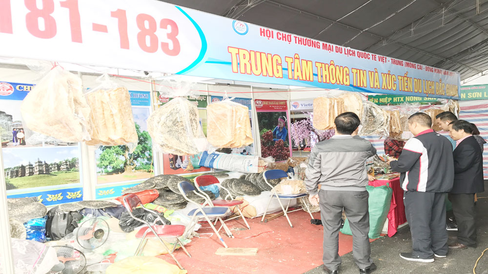 Bac Giang tourism promoted at Vietnam – China Trade Fair
