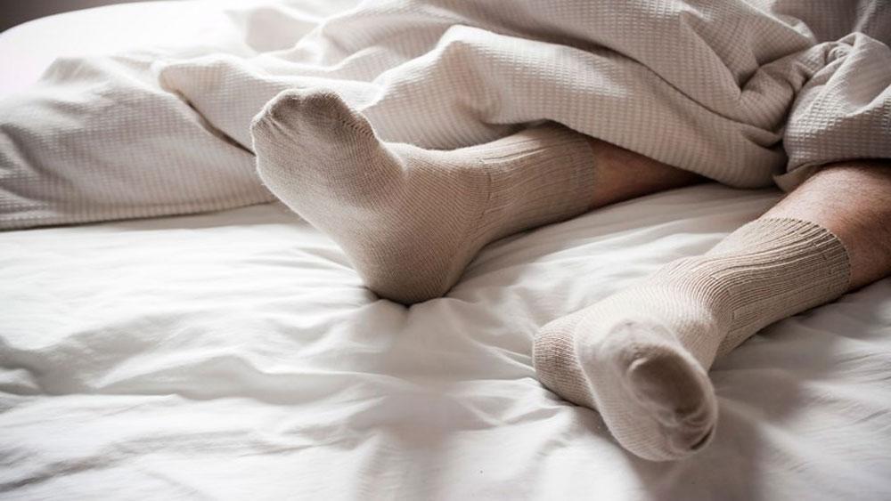 Cân nhắc việc đi tất chân khi ngủ