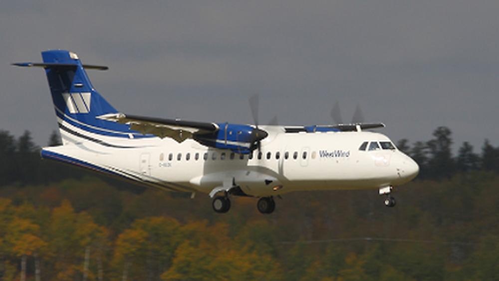 Máy bay Canada rơi khi vừa cất cánh, nhiều người bị thương