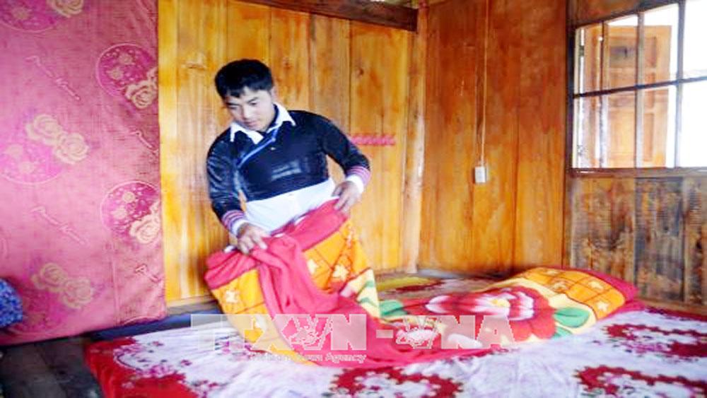Chàng trai, người Mông, tiên phong, làm du lịch cộng đồng, vùng cao Y Tý