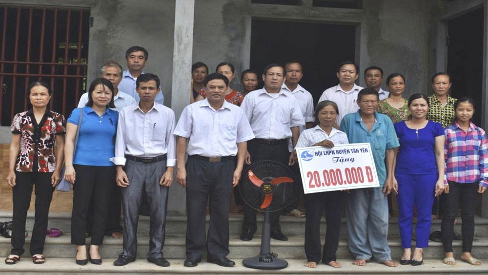 Hội Liên hiệp Phụ nữ huyện hỗ trợ xây dựng 16 nhà mái ấm tình thương